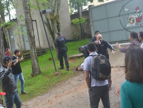 Police invade the ENFF school in Brazil